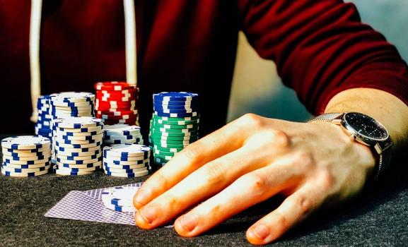 come bluffare nel poker
